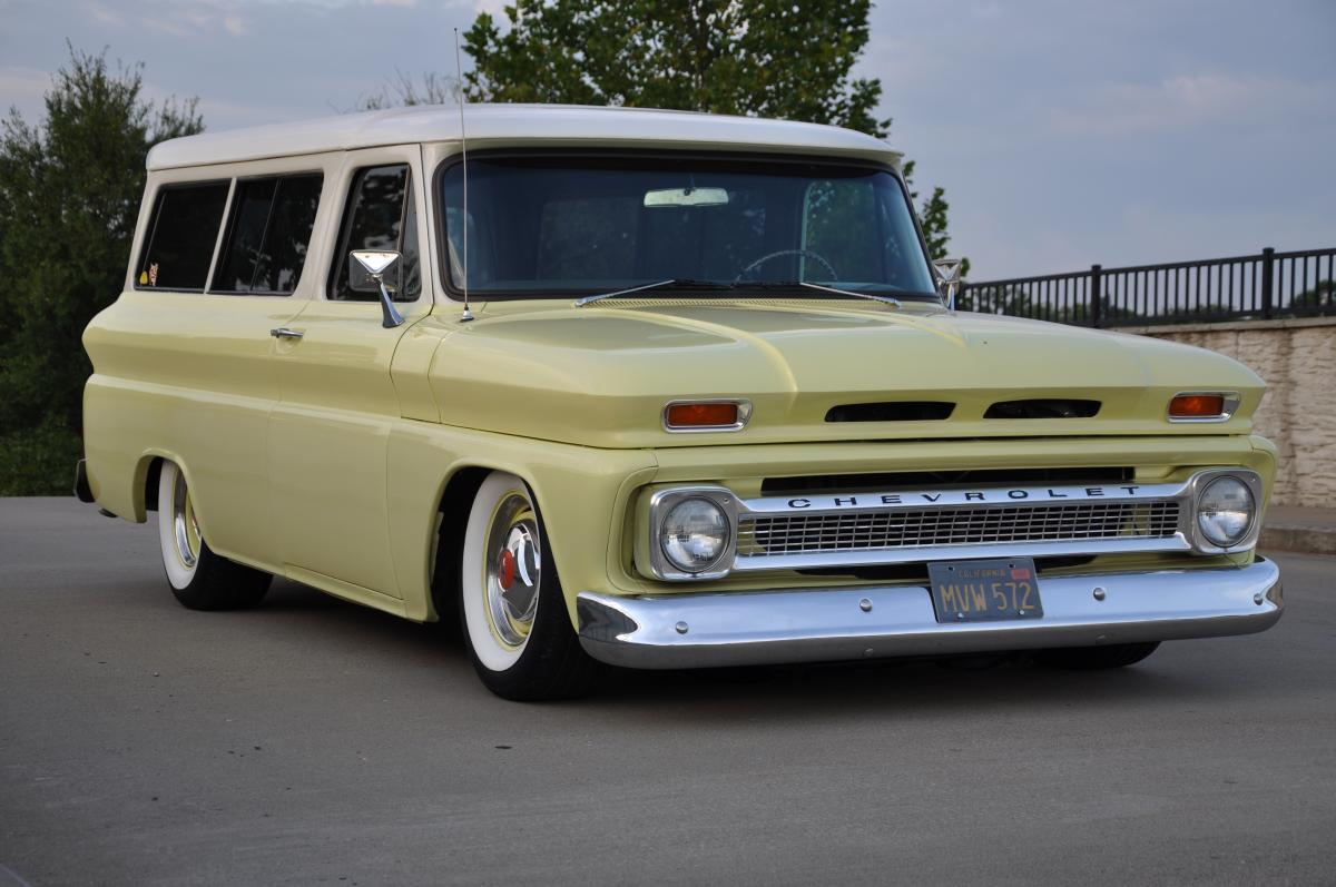 1966 Chevrolet Suburban on hot harleys